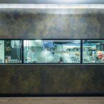 Cucina ristorante con specchio